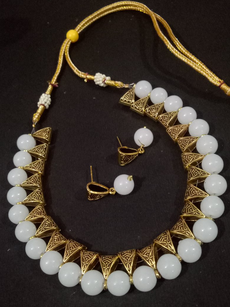 Glorious Western Styled Loops Necklace Set