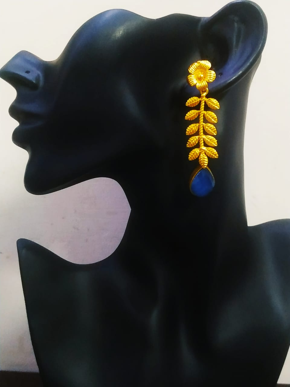 Admirable Matt Golden Stone Cut Earring