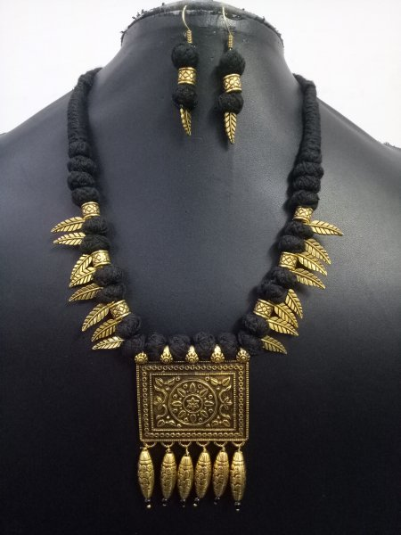 Adorable Antique Golden Leaf Necklace Set
