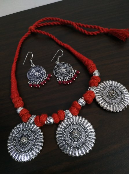 Stylish Thread Beaded Necklace Set