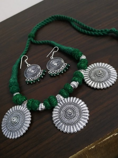 Glorious Thread Necklace Set