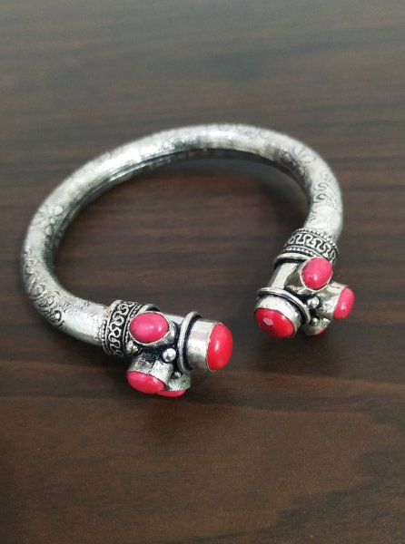 Beautiful Oxidised Stone Kada