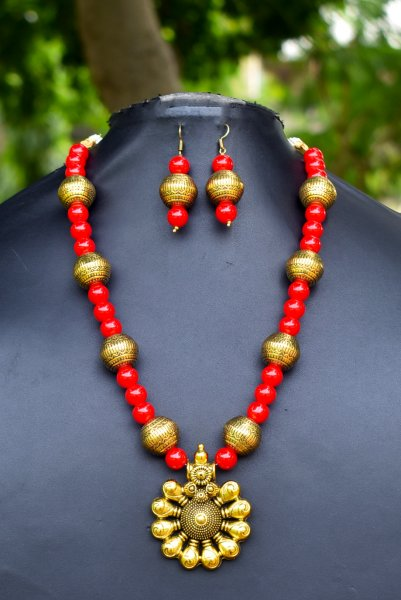 Elegant Golden Antique Necklace Set