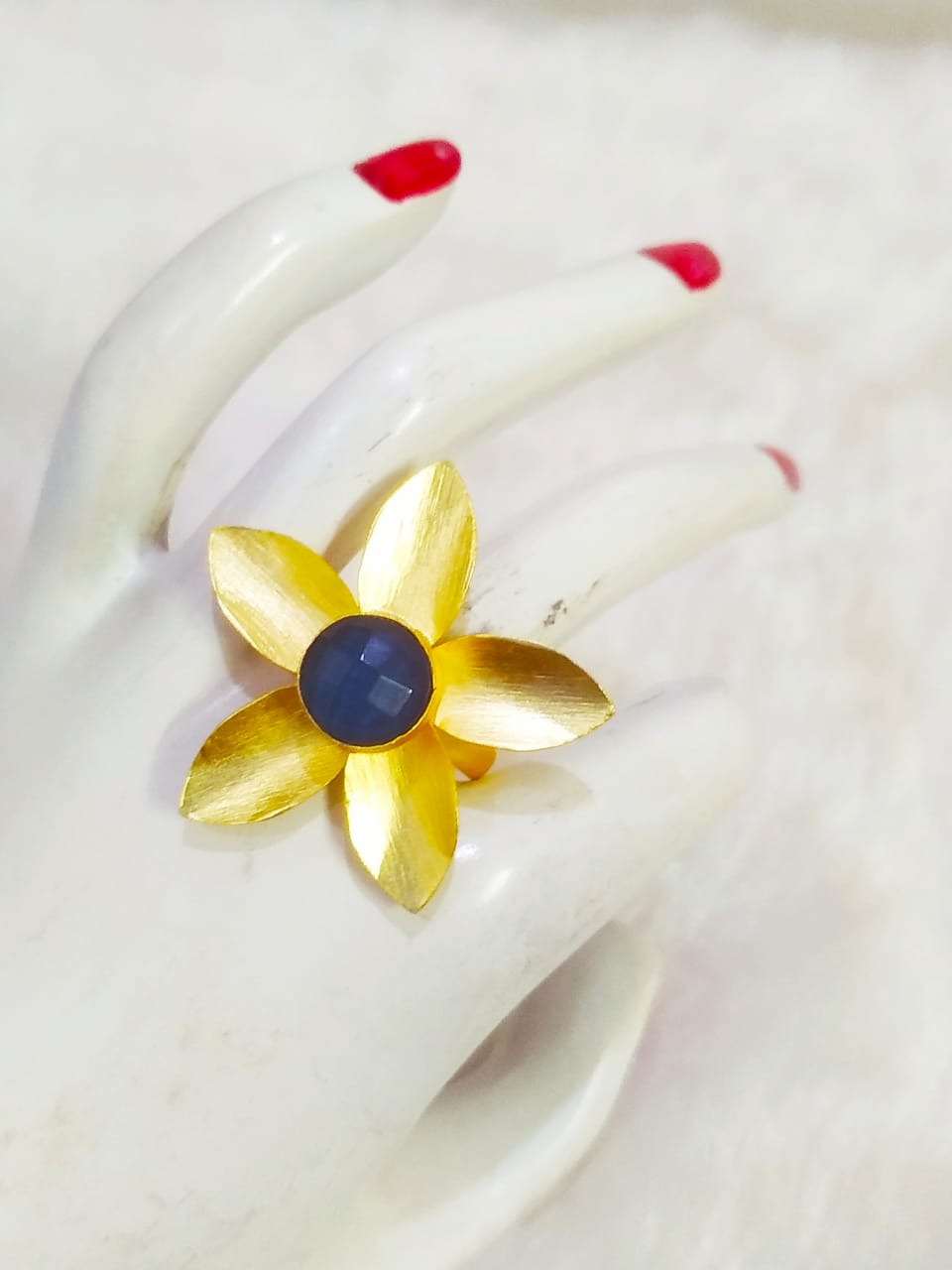Gorgeous Matt Golden Flower Stone Ring
