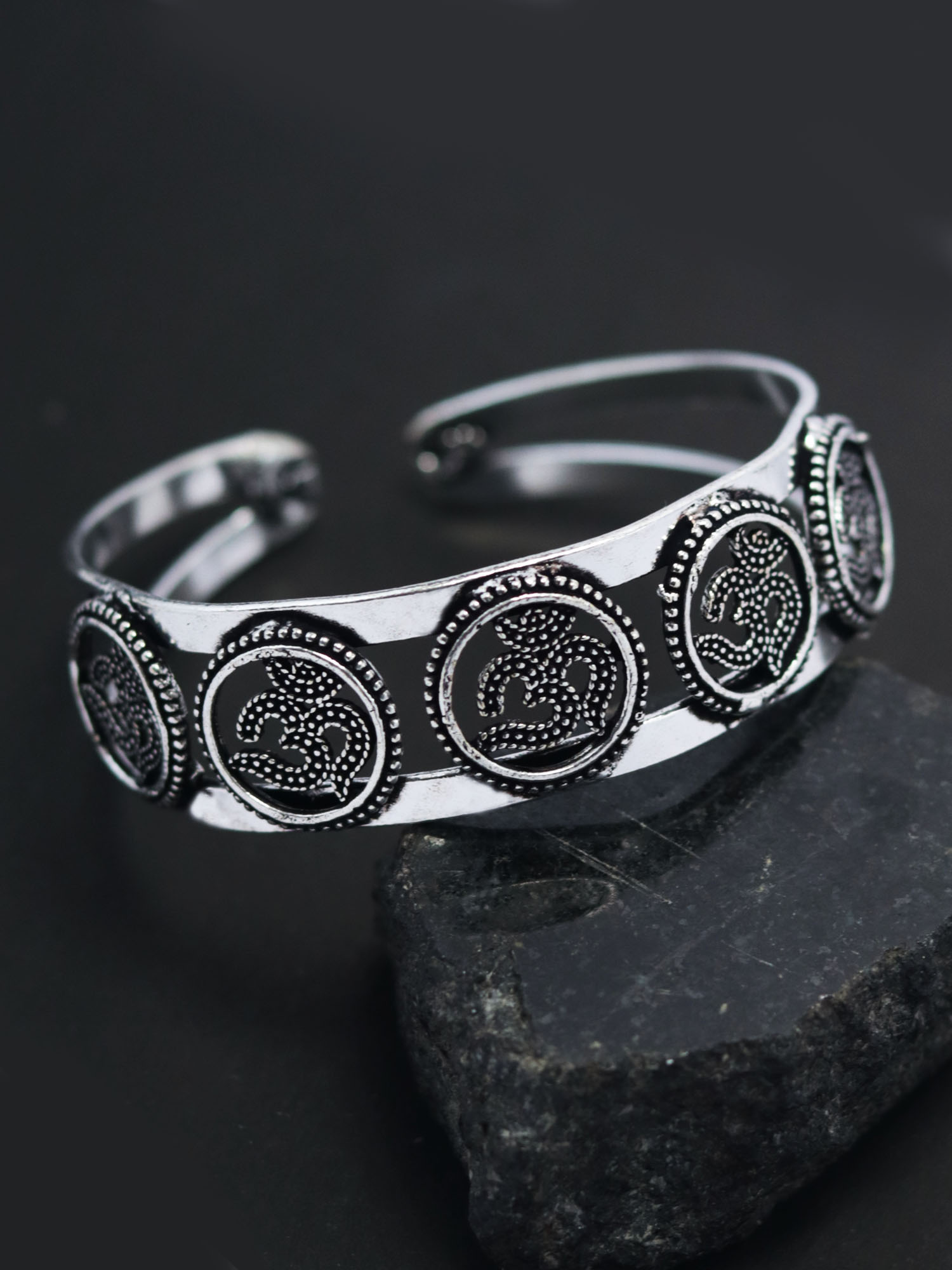 Crafted Oxidised open and wear bracelet/kada