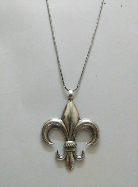 Exclusive Pendant With Chain