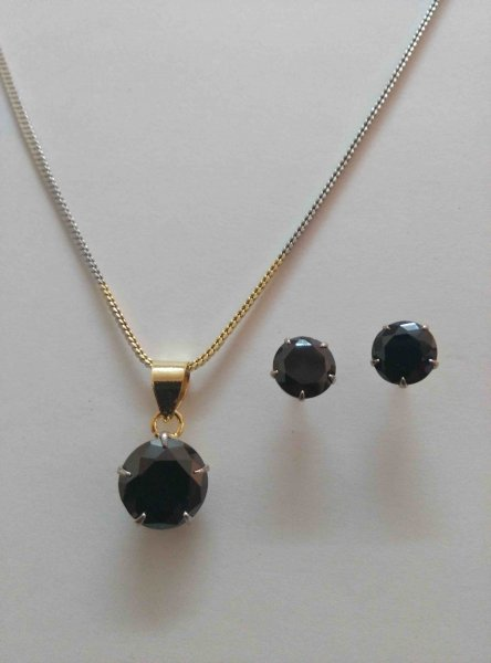 Ravishing Stone Pendant Set with Chain
