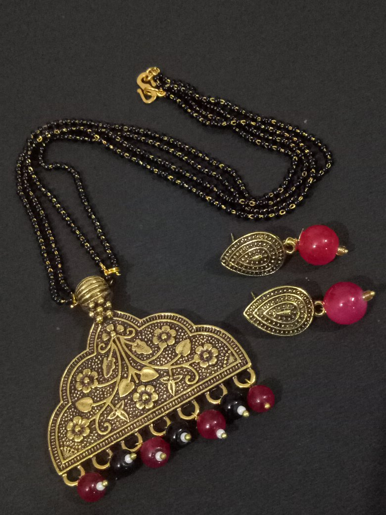 Appealing Golden mangalsutra Set