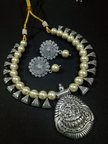 Graceful Loops Temple Necklace Set