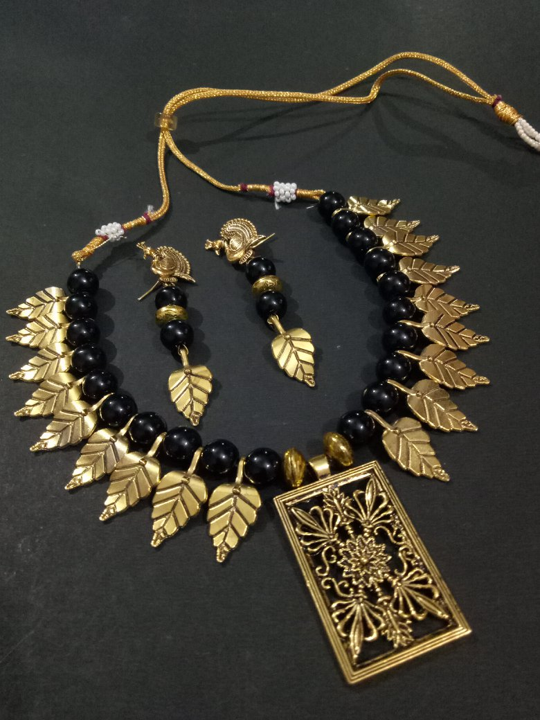 Pleasing Golden Leafs Necklace Set