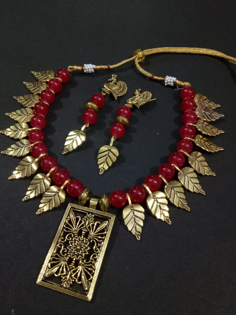 Magnificent Golden Leaf Necklace Set