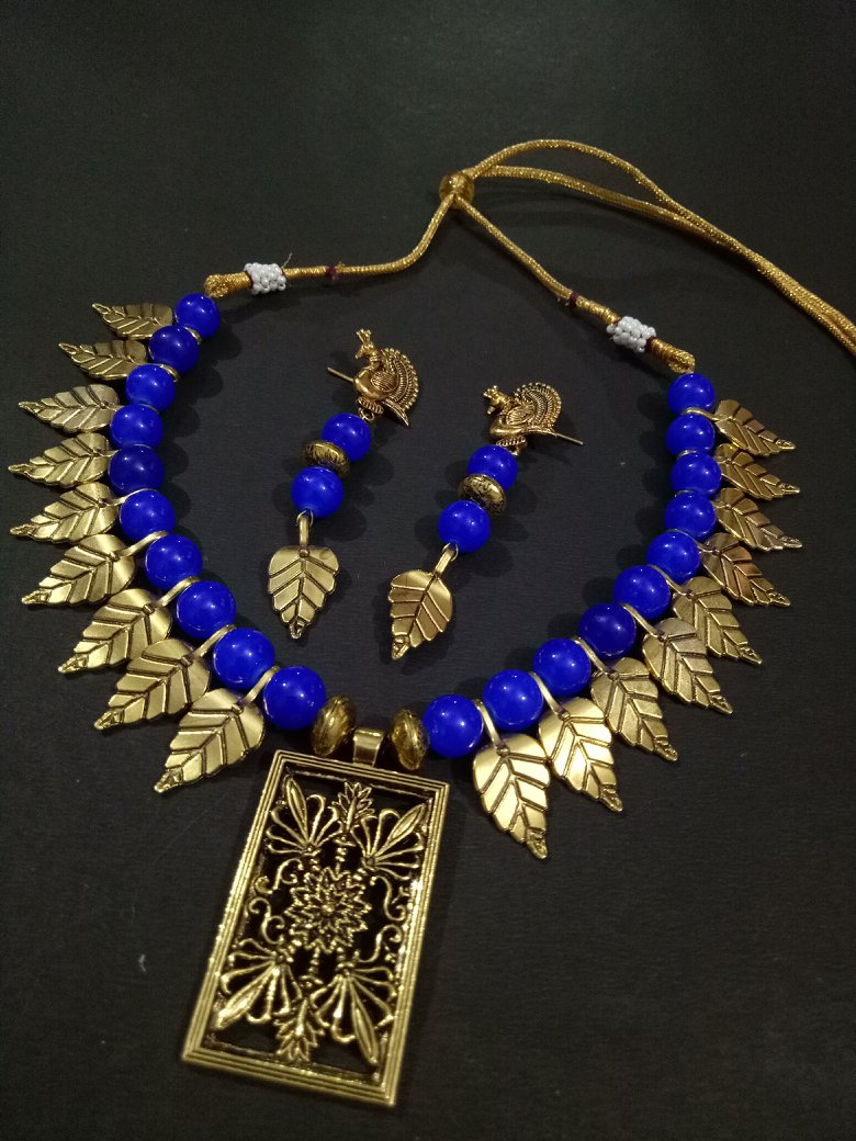 Zesty Golden Leaf Necklace Set