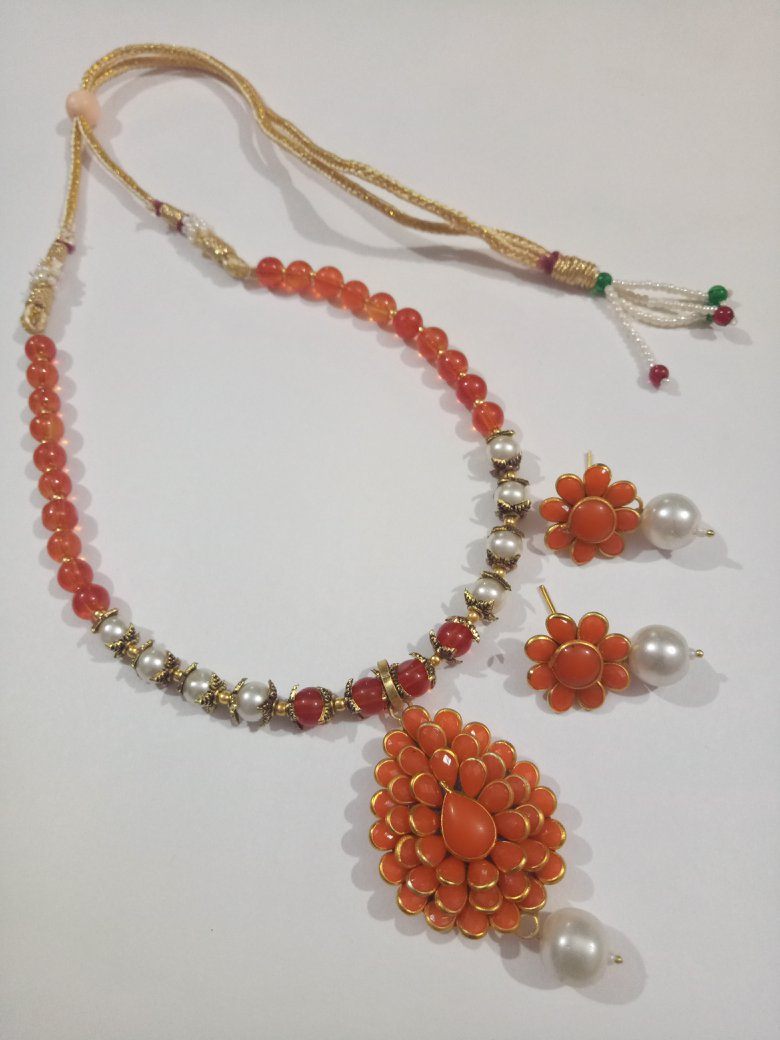 Lovely Pacchi Necklace Set