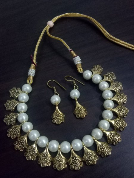 Impressive Beaded Golden Necklace Set