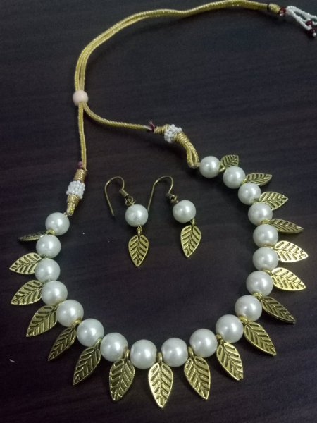 Superb Golden Leaf Necklace Set