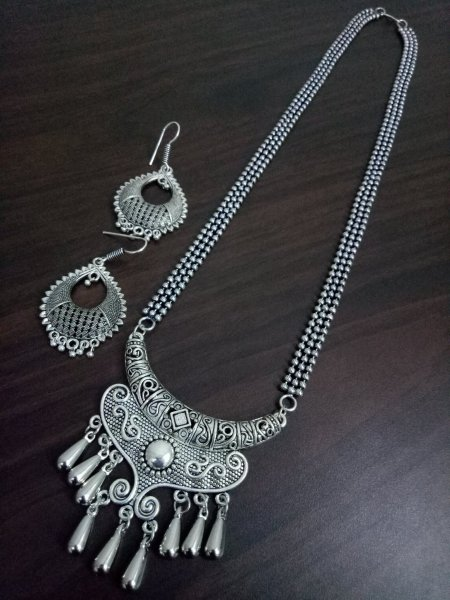 Pleasant Ethnic Ball Chain Necklace Set