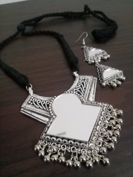 Beautiful Mirror Necklace Set