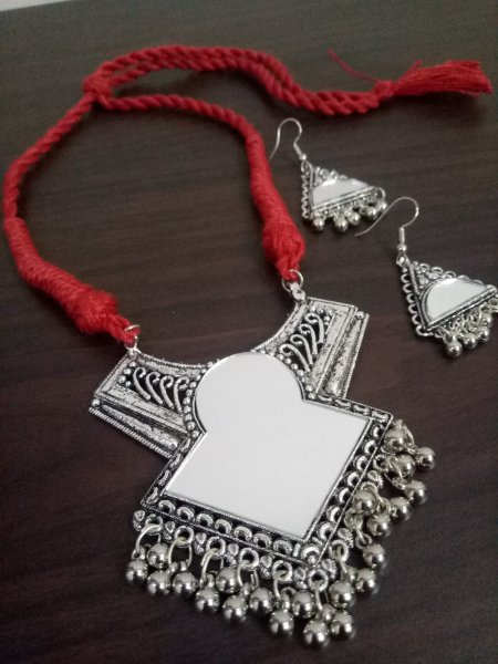 Exemplary Designer Mirror Necklace Set