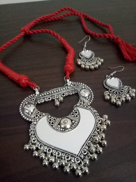 Stylish Mirror Necklace Set