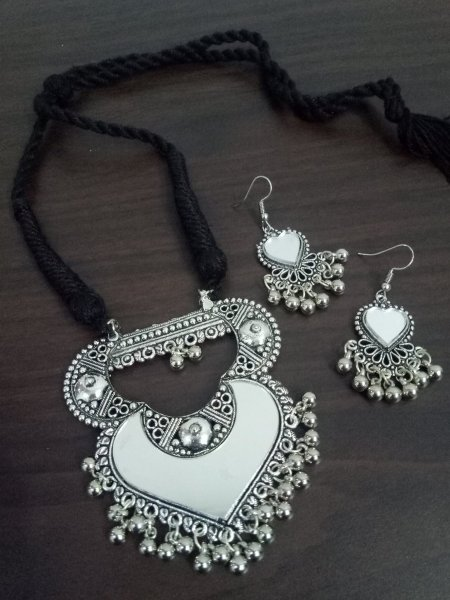 Splendid Mirror Neckalce Set
