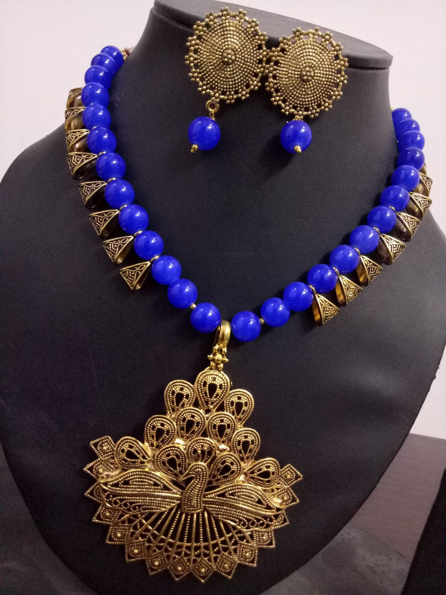 Ethnic Loop Pendent Necklace Set