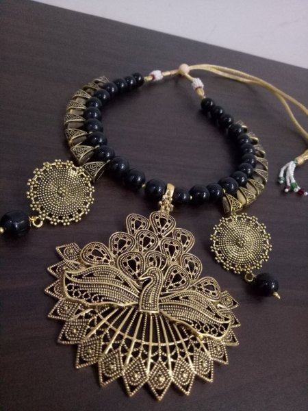 Glowing Loop Black Necklace Set