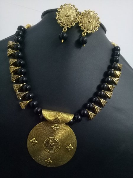 Traditional Round Loop Necklace Set