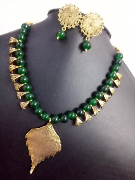 Classic Leaf Loop Neclace set