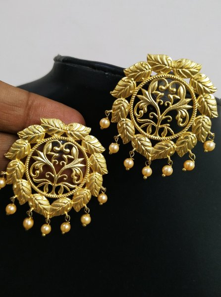 Trendy Golden Jaipuri Studds
