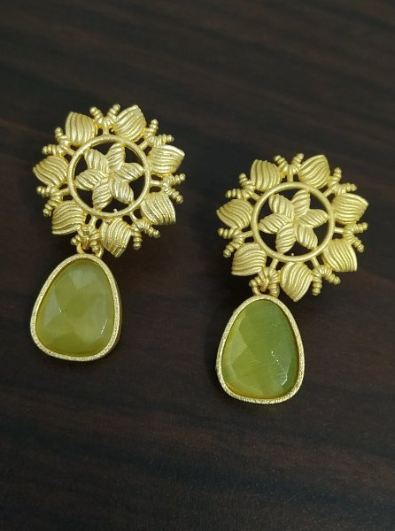 Gorgeous Golden Flower Stone Studds