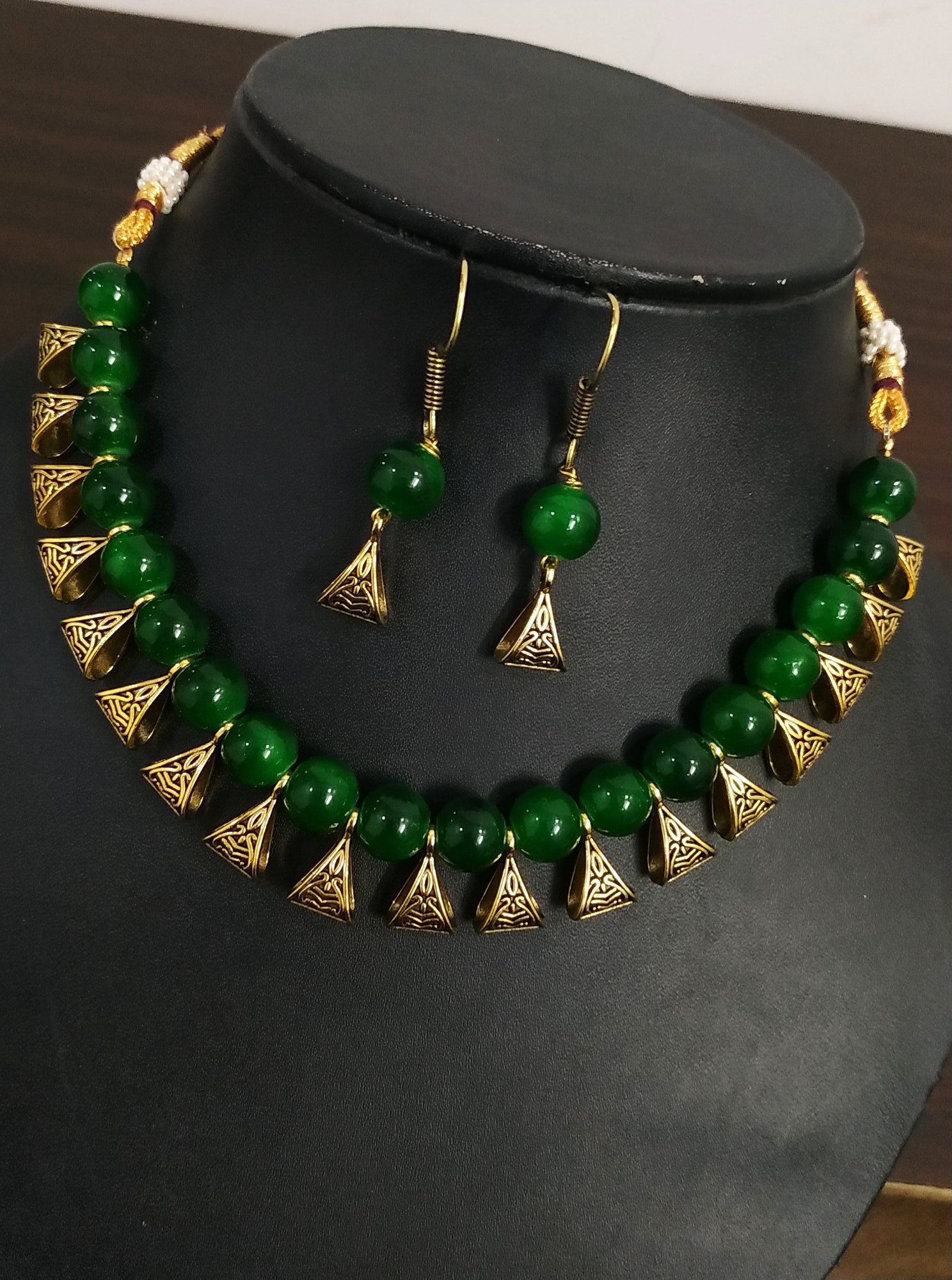 Lovely Green Beaded Necklace Set