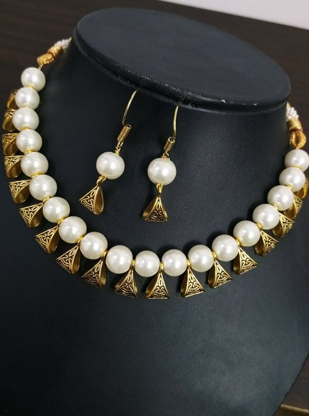 Exemplary Loop Beaded Necklace Set
