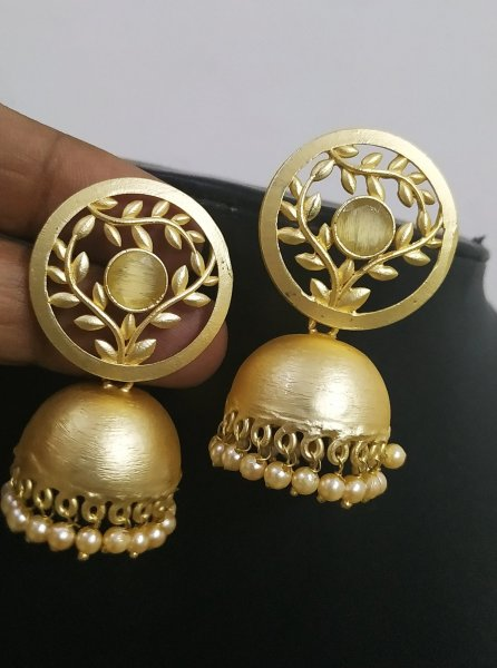 Elegant And Attractive Golden Jhumka